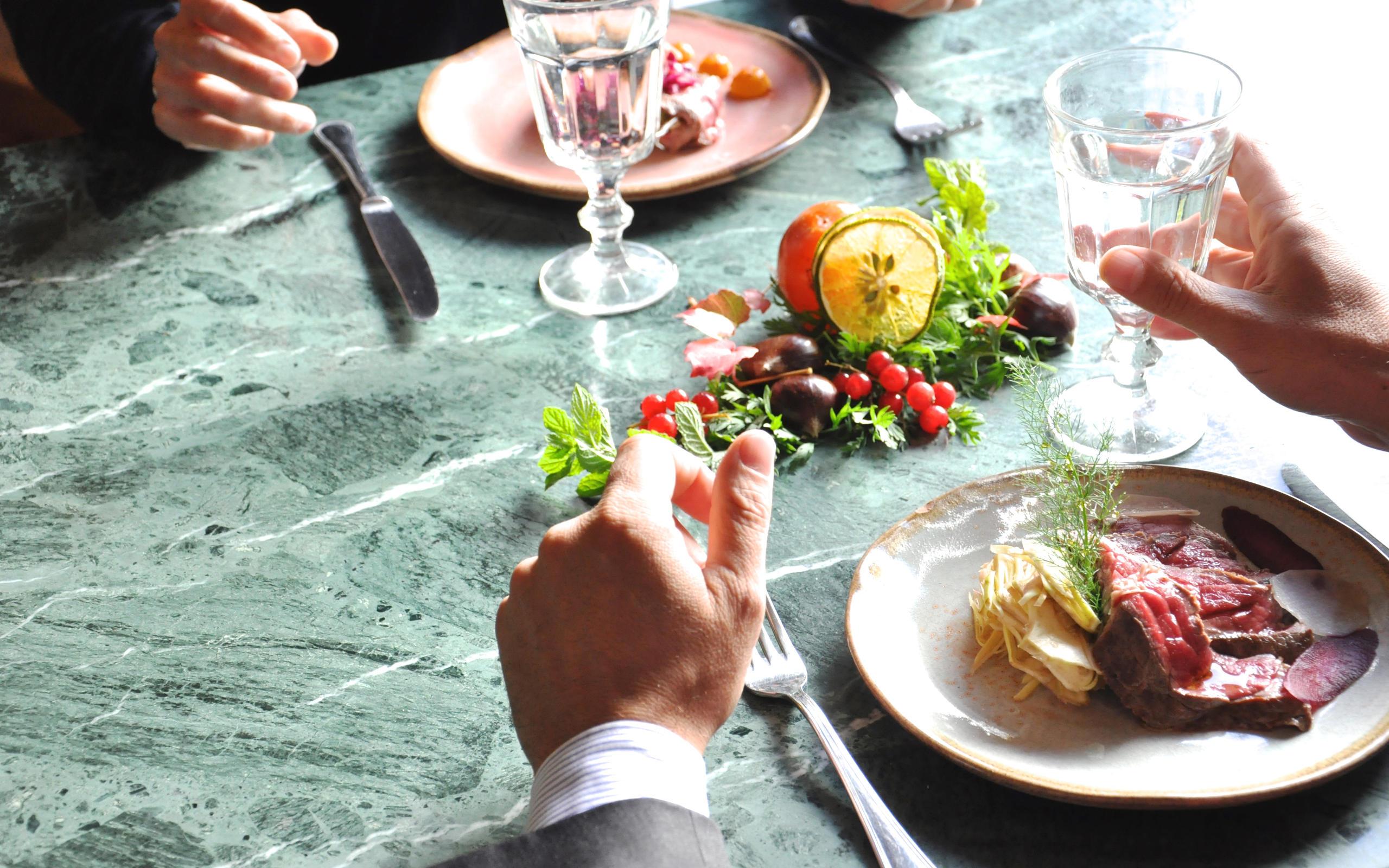 A tavola - ©Paola Ciambruschini